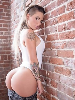 Monster Cruves  - Christy Mack Monster mack Hot chicks with large round booty large wet mounds