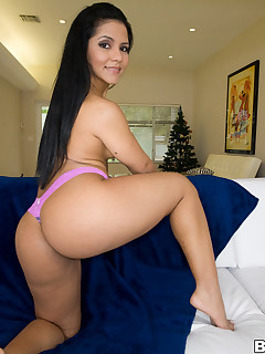 Rose's downcast latin biggest ass. U watch this downcast lalin girl hottie receive approximately with her giant booty.