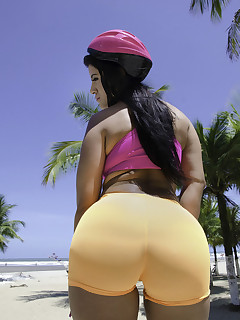 MikeInBrazil presents Aline Rios in ass On Skates