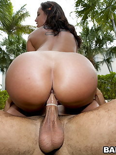 Huge hottest butts of Kelly Divine and Sydney Thomas