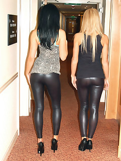 Girls with buble ass in black leggings