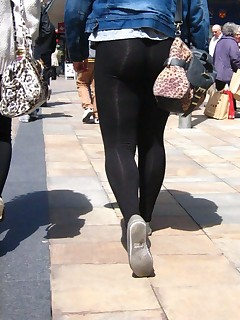 Sexy plump rump teenies in yoga pants!