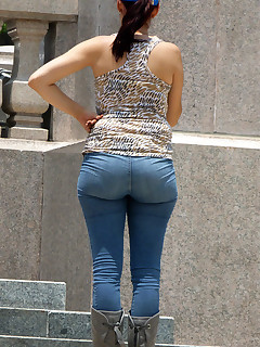 Priceless booty in jeans