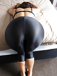 Angels with buble ass in dark leggings