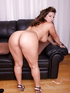 Featuring curvy figured ladies and great huge asses
