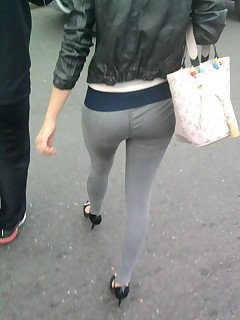 Hawt chunky butt legal age teenagers in yoga pants!