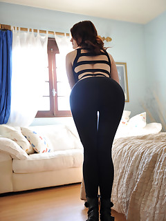 Girls with buble rump in darksome leggings