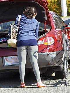 Hot overweight butt nubiles in yoga pants!