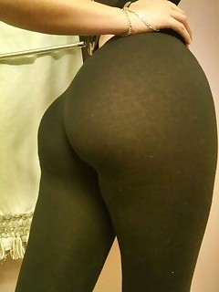 Sexy taut arse nubiles in yoga pants!