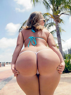 Sexy juicy booty hotties photo